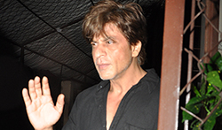 Shah Rukh Khan snapped post dubbing in Bandra - Pictures