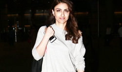 Soha Ali Khan snapped at the airport - Pictures