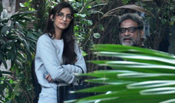 Sonam Kapoor snapped with R Balki in Bandra - Pictures