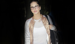 Sunny Leone snapped at the airport - Pictures