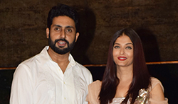 Abhishek Bachchan, Aishwarya Rai and Aaradhya pose for media - Pictures