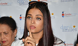 Aishwarya Rai Bachchan and Aradhya Bachchan snapped with kids from the Smile Foundation NOG - Pictures