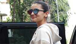 Alia Bhatt snapped post meeting at Vishesh Films office - Pictures