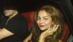 Amrita Arora snapped post dinner with family and friends at Olive - Pictures