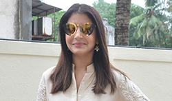 Anushka Sharma snapped at Jab Harry Met Sejal trailer launch - Pictures