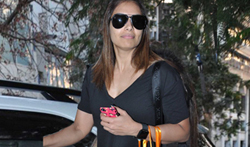 Bipasha Basu snapped post salon session at Hakim Aalim - Pictures