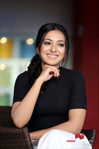 Picture 4 of Catherine Tresa