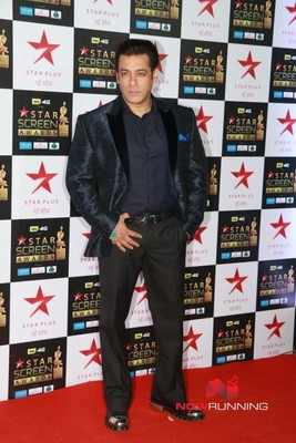 Celebs walk the red carpet of Star Screen Awards 2...