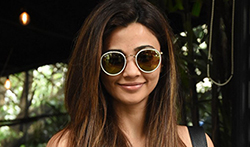 Daisy Shah snapped at The Korner House - Pictures