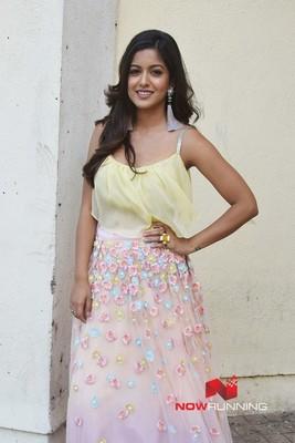 Picture 2 of Ishita Dutta