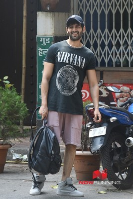 Picture 1 of Kartik Aaryan