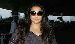 Kriti Sanon and Vidya Balan snapped at the airport - Pictures