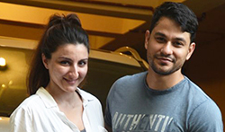 Kunal and Soha Ali Khan snapped in bandra - Pictures
