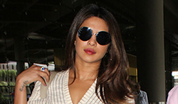 Priyanka Chopra snapped at the airport - Pictures