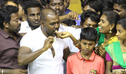 Raghava Lawrence celebrate Jallikattu - Pictures