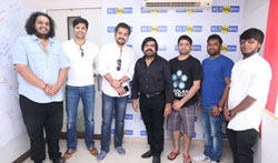 T Rajendar records a song for 7 Naatkal - Pictures