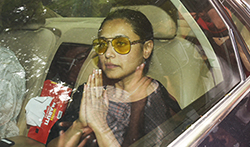 Rani Mukerji at her father Ram Mukerji's funeral - Pictures