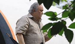 Rishi Kapoor snapped while shooting for his film '102 Not Out' in Mumbai - Pictures