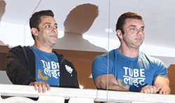 Salman Khan and Sohail Khan wave to their fans at the trailer launch of 'Tubelight' - Pictures