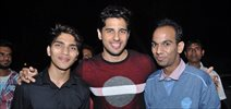 Sidharth Malhotra celebrates his birthday with his fans