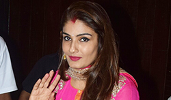 Sridevi, Raveena and Others celebrate Karwa Chauth at Anil Kapoor's bash - Pictures