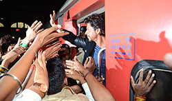 Shah Rukh Khan snapped at Bombay Central as he departs for New Delhi - Pictures