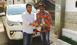 Suriya gift a car to Singam director Hari - Pictures