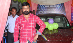 Actor Vignesh Inaugurate Maaruthi car at Guindy - Pictures