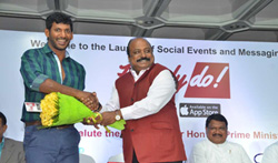Vishal launches HowdyDo Messaging App - Pictures