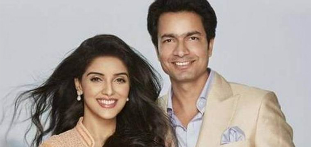 Asin delivers a baby girl