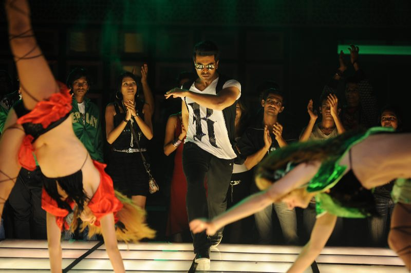 Naayak Movie Stills