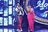 Shahrukh and Deepika on the sets of Indian Idol Junior