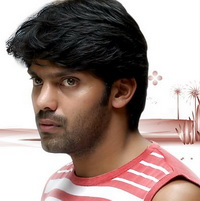 Arya instead of Vikram in 'Urumi'