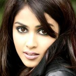 Genelia to make her debut in Malayalam through 'Urumi'