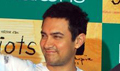 Aamir, Madhavan & Sharman unveil 3 Idiots clothing line