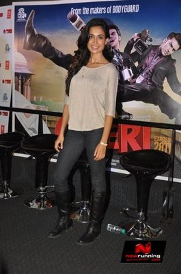 Picture 4 of Sarah Jane Dias