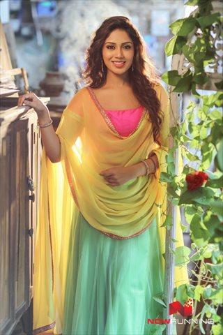 Picture 4 of Nivetha Pethuraj