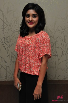 Picture 3 of Niveda Thomas