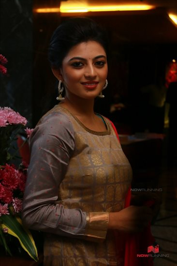 Picture 4 of Anandhi