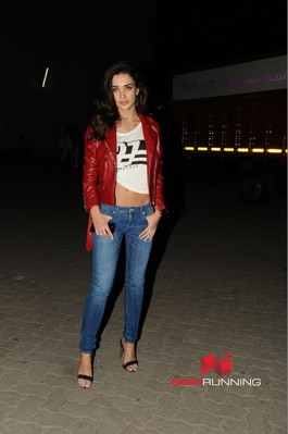 Picture 2 of Amy Jackson