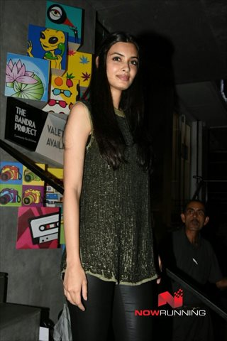 Picture 4 of Diana Penty