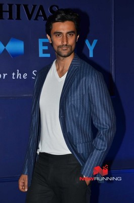 Picture 3 of Kunal Kapoor