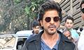 Shah Rukh Khan snapped at Mannat during Raees promotions